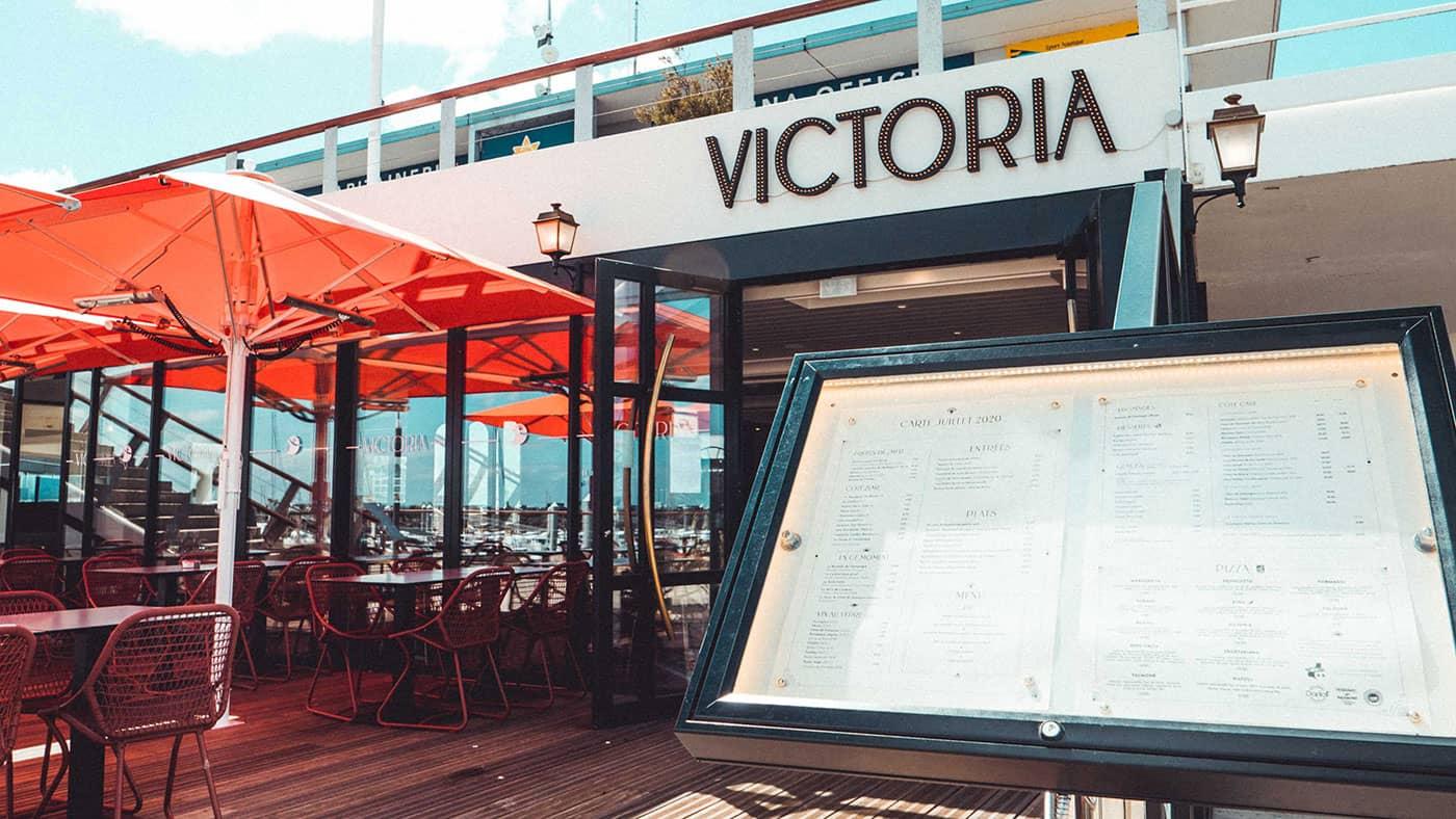 Menu et devanture du restaurant Victoria - Saint-Quay-Portrieux