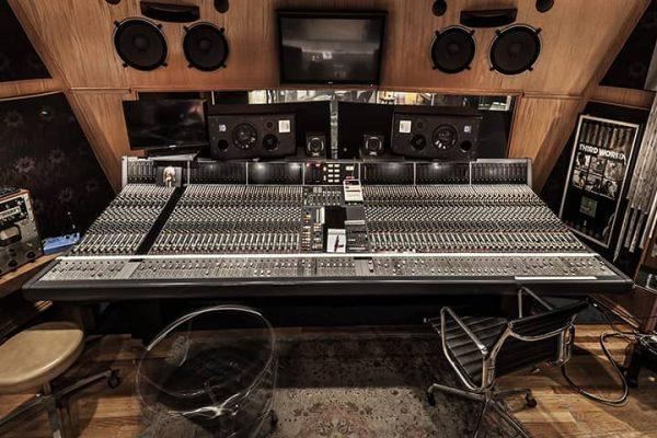 Console du studio a - agence de communication